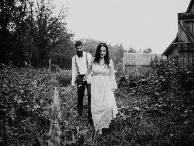 Rustykalny ślub w stodole